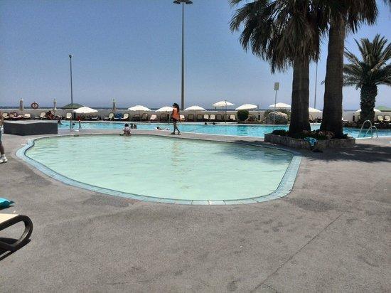Hotel Roc Golf Trinidad: Piscina infantil con piscina adultos primera