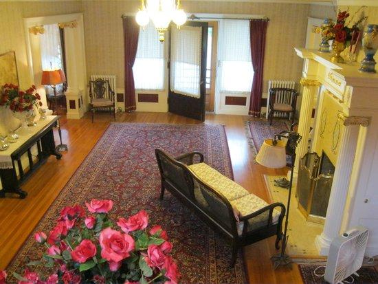 Seelye Mansion: Main Hall