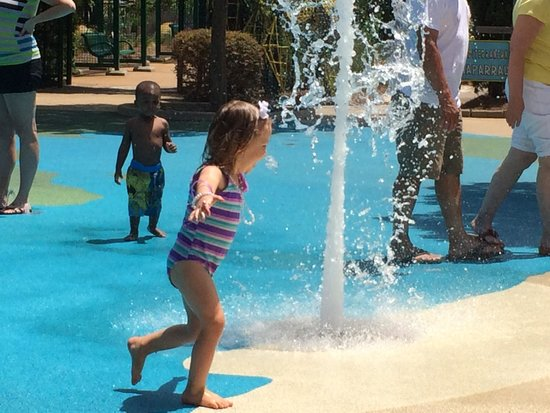 Norfolk Botanical Garden : Fountain fun
