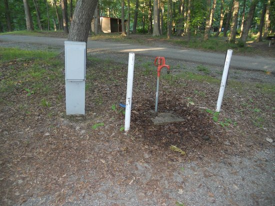 Newport News Park: Electrical and water hookups