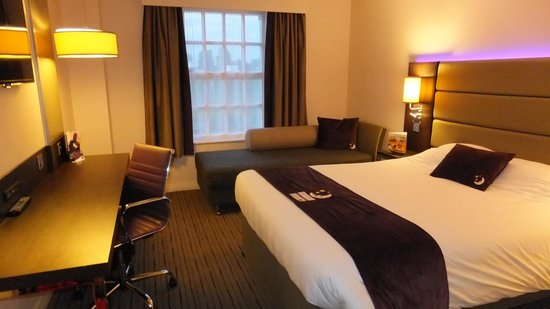 Premier Inn Bedford South (A421) Hotel: room