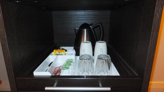 Premier Inn Bedford South (A421) Hotel: drink tray