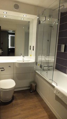 Premier Inn Bedford South (A421) Hotel: bathroom