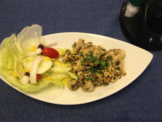 Blue Waters Bar and Restaurant : mushrooms as a starter