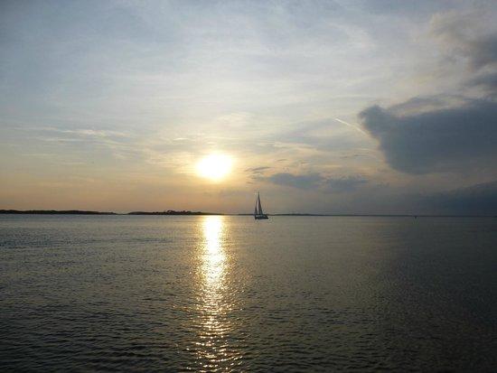 Amelia River Cruises: sun going down/boat