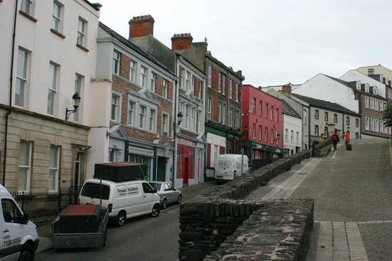 Paddy's Palace Derry: Paddy's Palace - Townhouse up the road