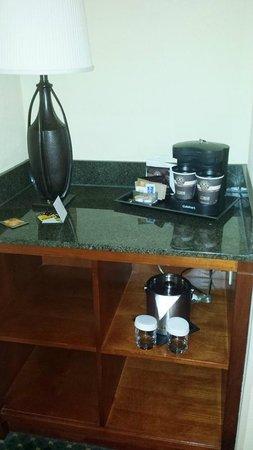 Doubletree Hotel Chicago Oak Brook: nice coffe setup