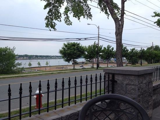 Governors Pub & Eatery: Nice view!