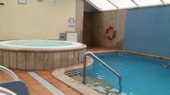 Hotel Bosque-mar: piscina y jaccuzzi