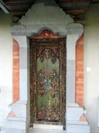 Taman Indrakila : Carved door to my room.