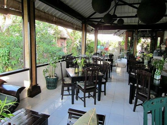 Taman Indrakila: Breakfast served here.