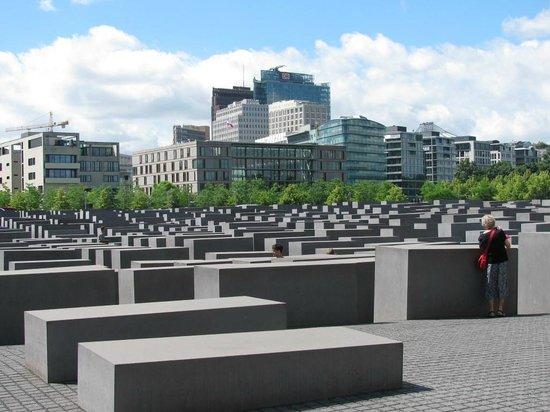 Holocaust-Mahnmal (Denkmal für die ermordeten Juden Europas): Holocaust Memorial - Berlin, Germany 2013