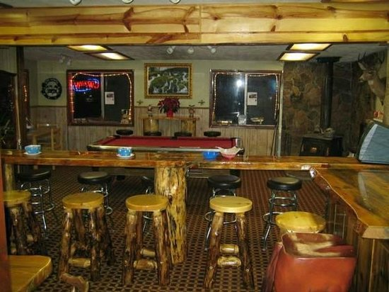 Pine Springs Resort: Inside restaurant/bar