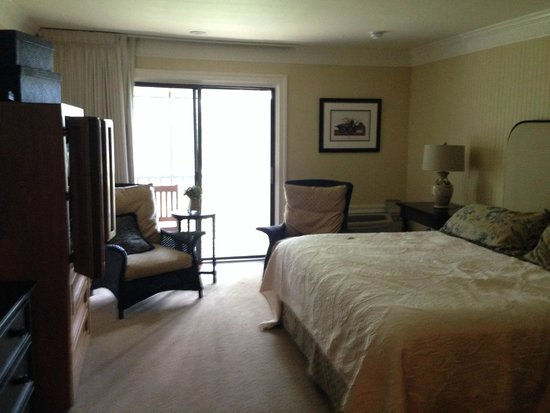 Refuge Inn: nicely decorated spacious room