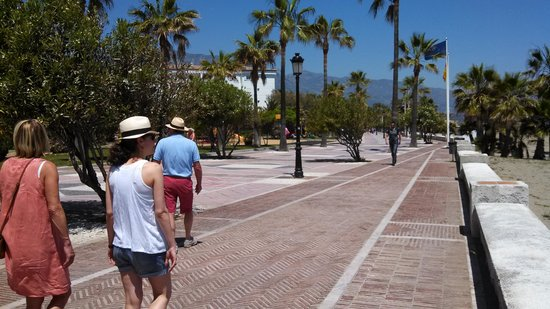 Puerto Banús Marina: walk/path way into PB