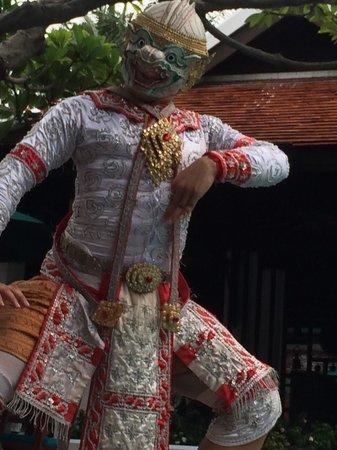 Anantara Riverside Bangkok Resort : Thai Dancer