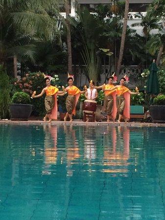 Anantara Riverside Bangkok Resort : Thai Dancers