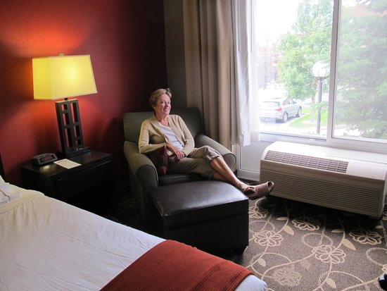 Holiday Inn Express Hotel & Suites Idaho Falls: A Beautiful & Comfortable Room