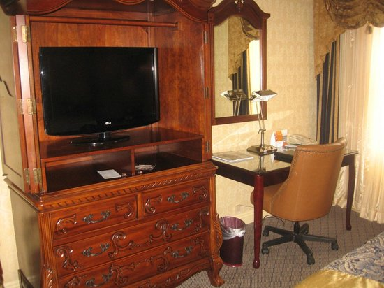 Ayres Hotel U0026 Suites In Costa Mesa   Newport Beach: TV, Armoire/dresser