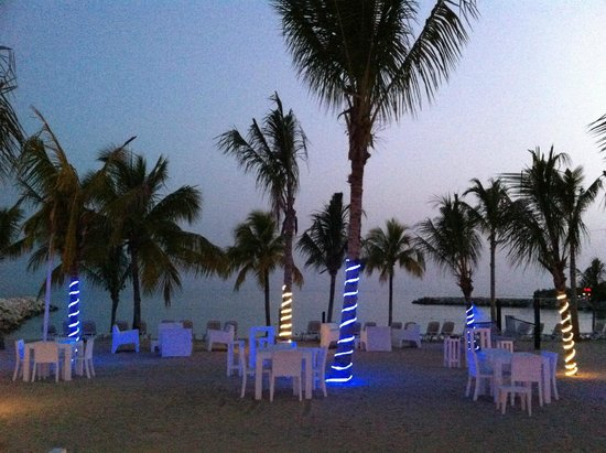 Hotel Riu Palace Jamaica: Night view of beach area