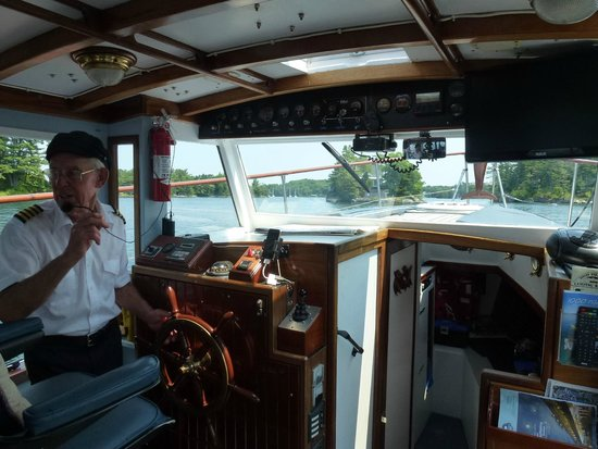 Chuckles Discovery Tours: Captain Lance at the helm