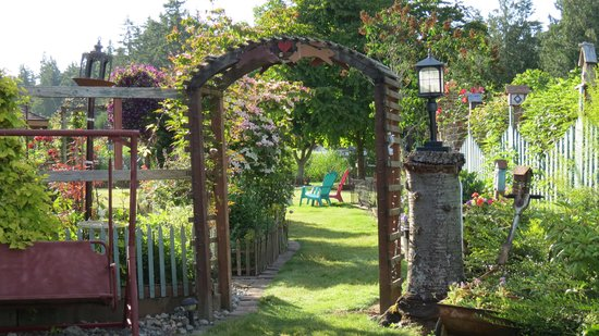 Farmhouse Bed & Breakfast: the garden