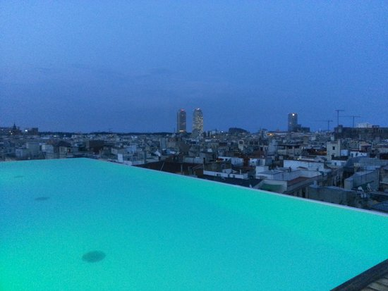 Grand Hotel Central: Pool at dusk