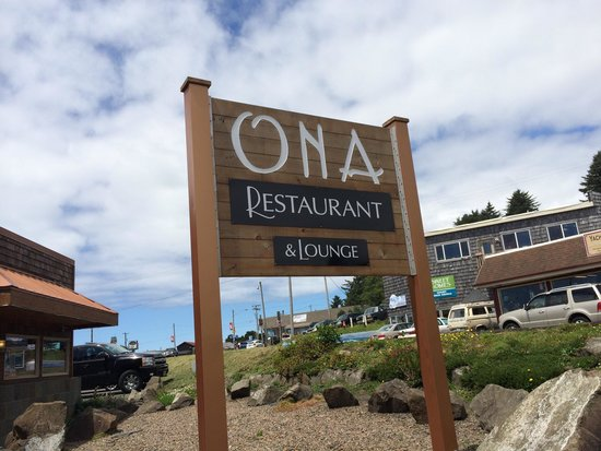 Ona Restaurant and Lounge: Out front