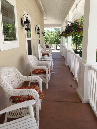 Wine Country Inn: Outside sitting areas