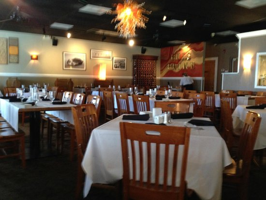Bill's Seafood Restaurant: dining room
