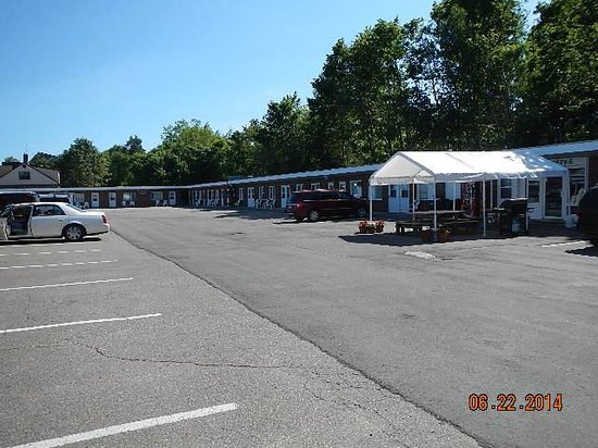 Budget Host Crestview Inn : motel layout