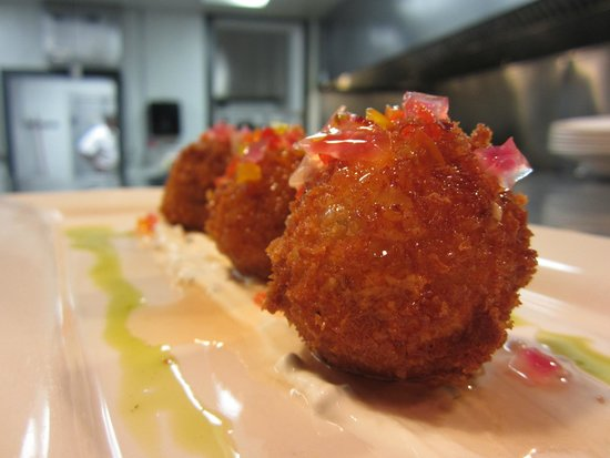 Maya Restaurant: Pimento Cheese Fritters, pepper jelly, chive sour cream