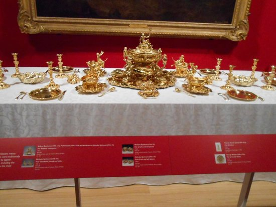The Queen's Gallery: Table setting