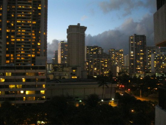 Hale Koa Hotel: View back towards Waikiki