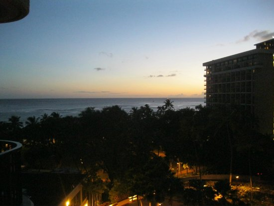 Hale Koa Hotel: View from balcony at sunset