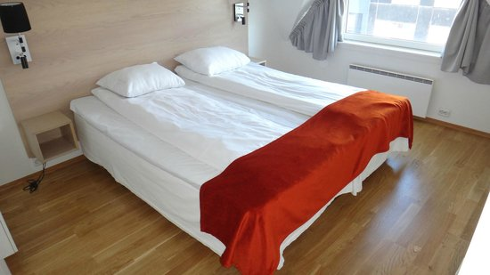 City Living Hotel & Apartments: Scandinavian Style Bed with Comforter