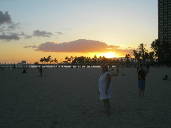 Hale Koa Hotel: Waikiki at sunset