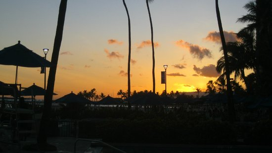 Hale Koa Hotel: View from pool at sunset