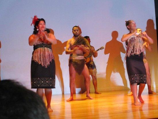 Musée du mémorial de guerre d'Auckland : Maori Cultural Show