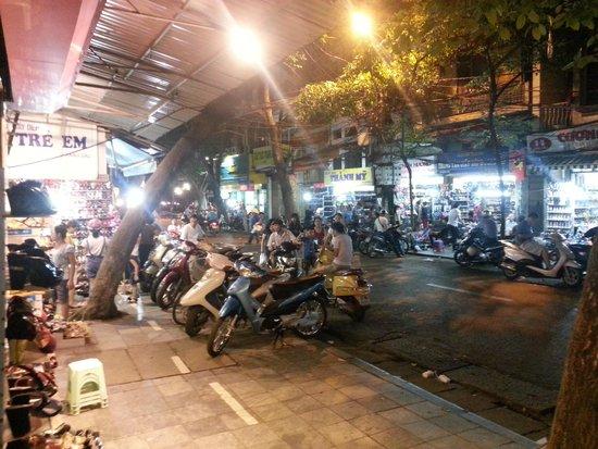 Hanoi Meracus Hotel 1: Old Quarter street scene at night
