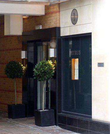 Petrus entrance