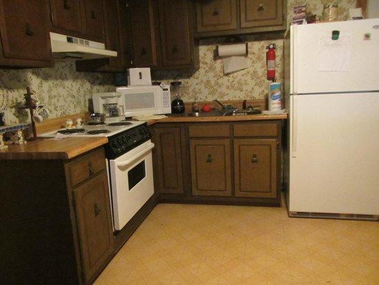 Carolina Outfitters: House kitchen