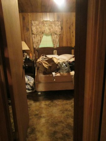 Carolina Outfitters: Apartment Queen room