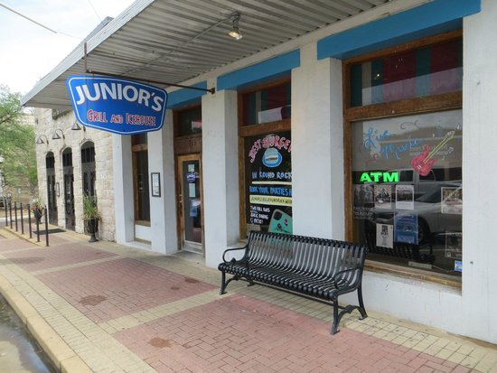 Junior's Grill & Ice House: store front