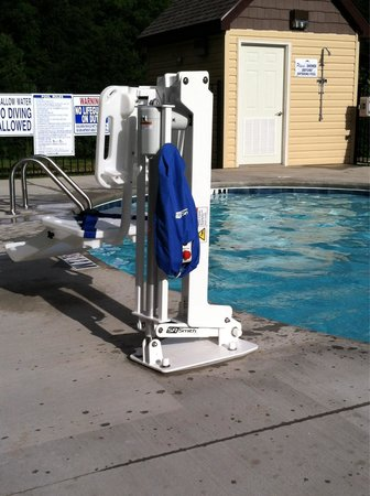 Microtel Inn & Suites by Wyndham Sylva Dillsboro Area : Handicapped pool lift available