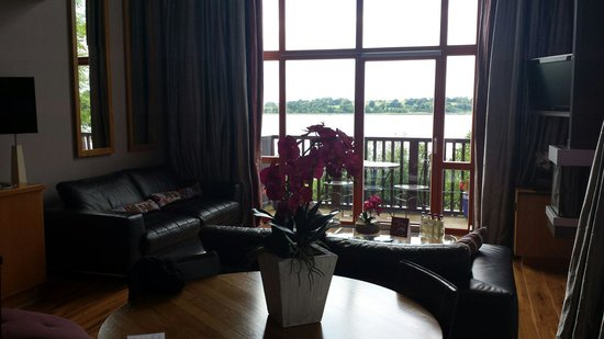 Wineport Lodge: Champagne room view