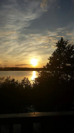 Wineport Lodge: Amazing sunset.