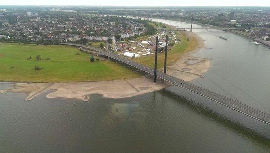 Rhine Tower (Rheinturm) : Rhine