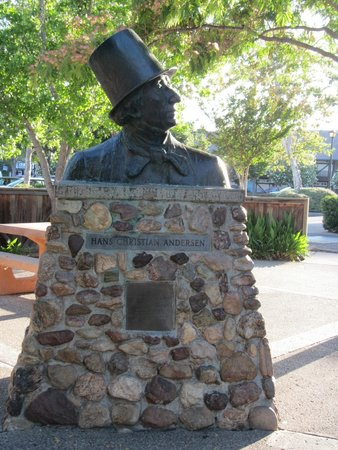 Hans Christian Andersen Museum : Estátua de Hans Christian Andersen
