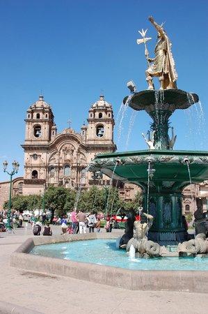Plaza de Armas (Huacaypata): Spanish influence in Plaza de Armas.